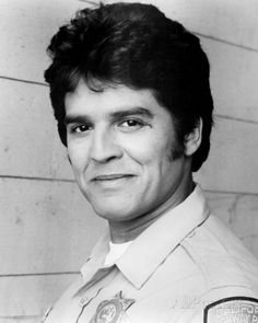 Erik Estrada (March 16, 1949) American actor, known from the series of 'Chips'