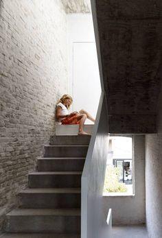 Q EN BLEU: A BUILDING RESTORATION AND A PANORAMIC POOL