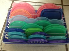 Organizing Tupperware lids ! Just came up with this : basket, drying rack, and twine ! Viola !