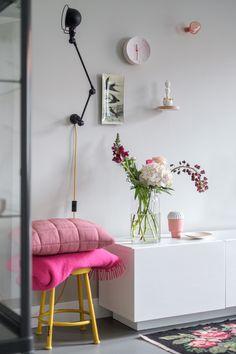 Showpieces For Home Decoration Interior Flat, Estilo Interior, Interior Exterior, Interior Styling, Interior Design, Plaid Rose, Cosy Living, Home Fashion, Home Decor Inspiration