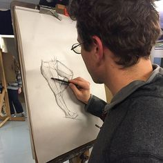 One of the students working on a #drawing in @robzellerart's #figure #drawing class. The students work 3 hours a week every Wednesday. Enrollment for the Spring semester starts December 1st. #atelier #teachingstudios #instaart #art #contemporaryart #realism #fromlife #workinprogress #portrait #artmodel #figure #figureativeart #artistmodel #anatomy #figurativedrawing #femalenude #drawing #sketch #sketchbook #lifedrawing #paper #graphite #pencil #pencildrawing #charcoal #oysterbay #longisland