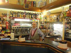 Un bar tipico italiano. E' il bar Casa del Caffè à Torino.