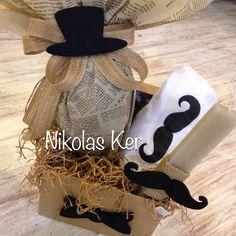 """Little Man"" Πασχαλινό κουτί με ζωγραφισμένο t-shirt, σοκολατένιο αυγό & λαμπάδα. Handmade by Nikolas Ker www.nikolas-ker.gr Candles, Easter Ideas, Candy, Candle, Pillar Candles, Lights"