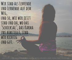 Nachspüren ist besser als nachdenken. Das entdeckt Yoga-Mom Lotte auf ihrem Blog. Und was es sonst noch so für Parallelen zwischen einer Yogalehrer-Ausbildung und dem Leben als Familienmutter gibt  - das gibt's auf dem Yogablog. #yogablog #yoga #meditation #lehrerzitat #lehrerschüler #schülerlehrer #lehrer #yogalehrer #weisseworte #yogazitat