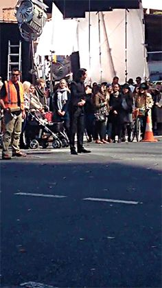 vatican-cameos-collar-up: Quick vid of when I was at the Thor set and Loki decided to take over traffic control. http://maryxglz.tumblr.com/post/149578298942/vatican-cameos-collar-up-quick-vid-of-when-i