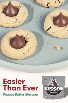 It's not the holidays without HERSHEY'S KISSES Peanut Butter Blossom Cookies. They're easy to make and scrumptious too. Christmas Deserts, Holiday Desserts, Holiday Cookies, Holiday Baking, Christmas Treats, Christmas Recipes, Christmas Candy, Thanksgiving Recipes, Candy Recipes