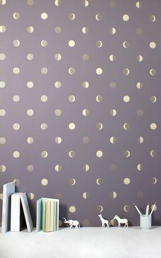 月の満ち欠けをリズミカルに表現した心地よいデザイン。<br>キッズ向けのファッション誌『MiLK(ミルク・ジャポン)』にも取り上げられた注目の壁紙ブランド。