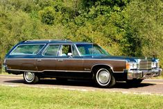 Classic Wagon: 1977 Chrysler Town & Country - http://barnfinds.com/classic-wagon-1977-chrysler-town-country/