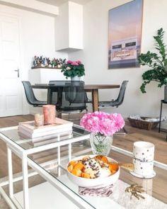 Wie man aus sehr wenig, sehr viel machen kann und weshalb Oma's genial sind... oder einfach: Linsen mit Semmelknödel - Kitchen Stories Table, Furniture, Home Decor, Vanilla, Syrup, Simple, Decoration Home, Room Decor, Tables