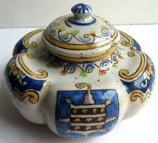 Ancien encrier DESVRES, céramique peinte, forme polylobée, décor ROUEN