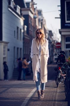 Long Over Long Outfit Ideas: Rebecca Laurey is wearing a white H&M chiffon dress over River Island skinny jeans