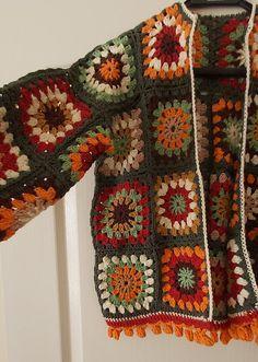 Crochet Square Patterns, Crochet Designs, Crochet Stitches, Crochet Granny Squares, Granny Square Sweater, Pull Crochet, Knit Crochet, Crochet Sunflower, Crochet Cardigan Pattern