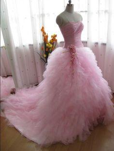 Jan's Page of Awesomeness! >. - secretdreamlife: Potential wedding dress?