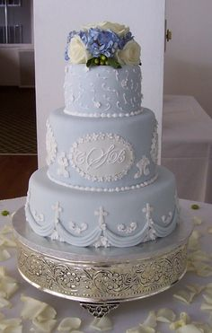Light blue cake - Fondant cake with fresh flowers, thank you for looking.