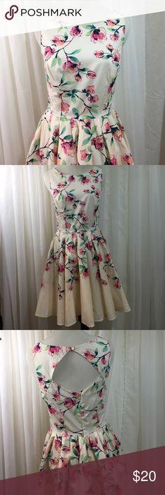 "LC Lauren Conrad Floral Dress, Sz 2 Full Skirt LC Lauren Conrad floral dress. Has full circle skirt. 33"" from top of shoulder to hem. 13"" across waist.  15"" armpit to armpit. 97% cotton, 3% spandex. No belt. LC Lauren Conrad Dresses"