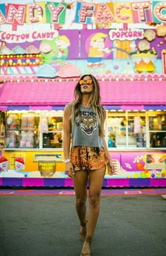 Free your wild :: Gypsy Soul :: Bohemian Beauty :: Hippie Spirit :: See more Untamed festival fashion + beach style Inspiration Best Street Style, Street Style Outfits, Festival Looks, Boho Festival, Festival Outfits, Festival Fashion, Fair Photography, Fashion Photography, Carnival Photography