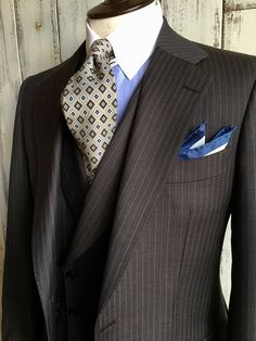 Really nice suit. I may have chosen a different tie, but that one does work well, especially if you wear a pair of brown, dress shoes. Sharp Dressed Man, Well Dressed Men, Mens Fashion Suits, Mens Suits, Style Costume Homme, Expensive Suits, Suit Combinations, Mode Costume, Brown Suits