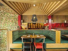 영국 치미칸자 레스토랑 인테리어 컨셉은 고대 아즈텍과 마야문명의 패턴이 반영된 현대 멕시코 스트리트 디자인을 정제된 현대적 디자인으로 재배치 합니다. 그러한 결과로 인하여 생성된 레스토랑 인테리어는 2..