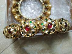 Indian Jewelry Sets, Royal Jewelry, Gold Jewelry, Antique Jewellery Designs, Antique Jewelry, Jewelry Design, Kundan Bangles, Bridal Henna Designs, Trendy Jewelry