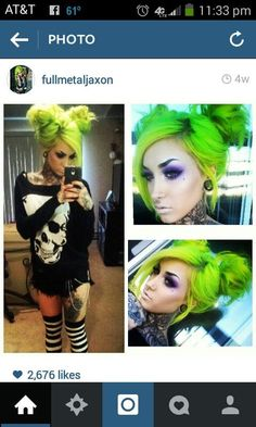 Love this #MessyHairStylesCurly Hair Colorful, Bright Hair, Bright Green, Funky Hairstyles, Pretty Hairstyles, Hair And Makeup Artist, Hair Makeup, Goth Outfit, Neon Hair