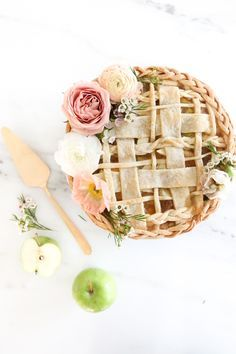 The prettiest apple pie. shut the front door i will absolutely have a wedding apple pie now
