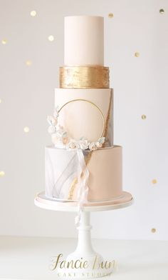 Gold hoop dressed with blossoms & flowing silk ribbon.Fancie Buns Cake Studio specialise in designing and creating style focused, contemporary chic wedding cakes and dessert tables. Blush Wedding Cakes, Wedding Cake Fresh Flowers, Luxury Wedding Cake, Elegant Wedding Cakes, Wedding Cake Designs, Gold Wedding, Wedding Gowns, Première Communion, Traditional Wedding Cake