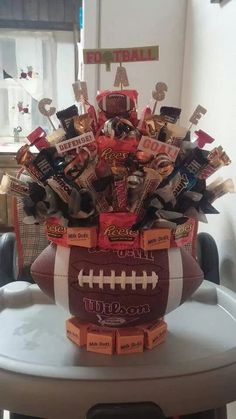 Fabulous Football Crafts for Fall Do this for Coach Minnick's gift, but add other trinkets inside with some candy on wood skewers. Homemade Gifts, Diy Gifts, Football Banquet, Fall Football, Football Season, Team Mom Football, Candy Arrangements, Football Crafts, Football Decor