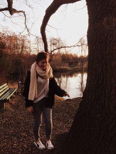 #vans #jeans #scarf #kette #casual #herbst #Gürtel #kettemitkreuz #brownhair #blauejacke #simplelook