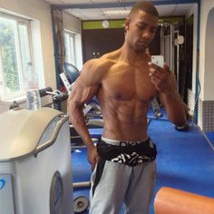 Ash Nathan Grant -- gym selfie