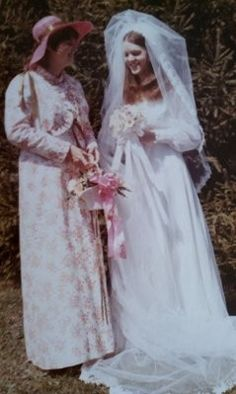 Wed 1970s Wedding, Vintage Wedding Photos, Vintage Bridesmaid Dresses, Brides And Bridesmaids, Wedding Attire, Wedding Gowns, Recycled Costumes, Maid Of Honor, Wedding Styles
