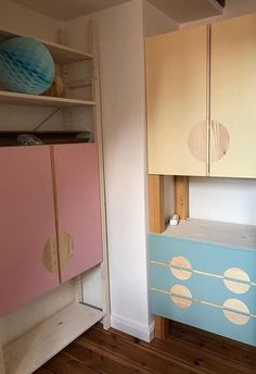 The simple wooden shelf is the latest fashion - and offers the best foundation for an individual IKEA IVAR Hack! Most ideas can be found here! Ikea Kids Wardrobe, Walk In Closet Ikea, Ikea Ivar Hack, Ikea Pax, Ikea Hacks, Ikea Furniture, Cool Furniture, Bedroom Furniture, Ikea Ivar Regal