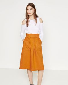 Image 1 of SKIRT WITH GOLD-TONED DETAILS from Zara Zara Skirts, Midi Skirts, Aztec Print Shorts, Cool Outfits, Casual Outfits, Zara Official Website, Clothes 2018, Zara New, Rock