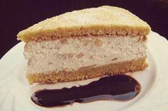 La torta ricotta e pere è un dolce soffice e leggero, dall'accostamento originale e gustoso. Imitata in tutto il mondo, nasce in Costiera Amalfitana grazie a Salvatore De Riso e presenta un connubio di sapori che delizierà le vostre colazioni