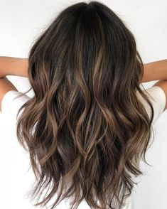 60 Hairstyles Featuring Dark Brown Hair with Highlights – Balayage Haare Highlights For Dark Brown Hair, Brown Hair Balayage, Brown Blonde Hair, Light Brown Hair, Hair Color Balayage, Bronze Highlights, Blonde Ombre, Brunette Hair Color With Highlights, Ashy Blonde
