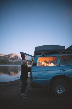 Car Camping by the lake. road trip / van life / nomadic lifestyle / adventure on the road Camping Life, Camping Hacks, Adventure Aesthetic, Camping Photography, Adventure Is Out There, Adventure Awaits, Outdoor Fun, Road Trippin, Land Cruiser