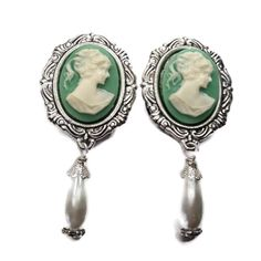 7/8 22mm Cameo Plugs-Stretched Ears-Wedding Plugs-Custom Plugs-Dangle Plugs-Cameo Gauges-Bridal Plugs-Fancy Plugs-Girly Gauges-Handmade  These plugs are beautiful. They feature a lady cameo set in a silver toned setting. Hanging from that is a glass pearl bead. They are held in place with O rings