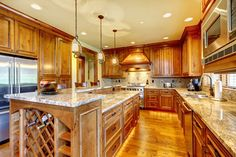 Love the warmth of this traditional kitchen design. #kitchendesigns www.HomeChannelTV.com