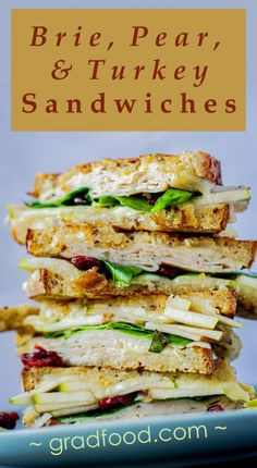 This is an easy-to-make sweet and savory lunch recipe that is perfect for a sunny afternoon. Pear Recipes, Entree Recipes, Lunch Recipes, Fall Recipes, Panini Recipes, Brie Sandwich, Sandwich Ideas, Healthy Snacks, Healthy Recipes