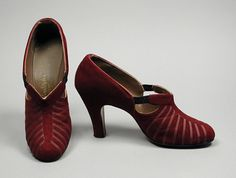 1942-1944, America - Pair of Woman's Pumps - Leather, suede, grosgrain ribbon