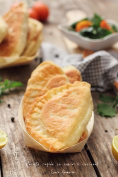 Ham and cheese little pies Pastry And Bakery, Pastry Cake, Pastry Recipes, Cookie Recipes, Good Food, Yummy Food, Food Wishes, Romanian Food, Dough Recipe