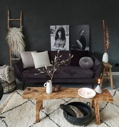Be creative and see our 14 stunning living room wall ideas to decorate your wall without hiring an interior designer and knocking out walls. White Bedroom Furniture, Interior Design Living Room, Living Room Designs, Living Room Decor, Interior Rugs, Black And White Living Room, White Rooms, Black Interior Design, Online Furniture Stores