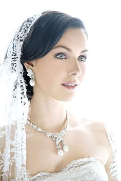 Свадебная прическа с фатой - свадьба в Ростове