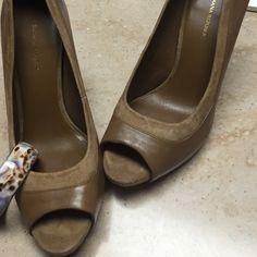Banana Republic camel heels Like new, incredibly cute Banana Republic Shoes Heels