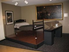 Lincolns death bed at Chicago history Museum