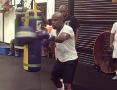 New Mayweather training video sends fear into heart of McGregor fans   Pro MMA Now