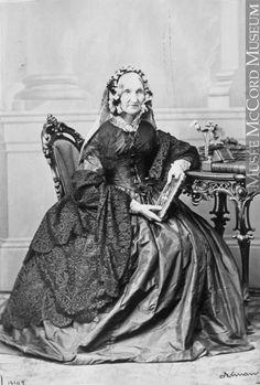 vintage everyday: 23 Vintage Studio Portraits of Women from the Victorian Era Victorian Women, Victorian Era, Research Images, Classic Portraits, Studio Backdrops, 19th Century Fashion, Studio Portraits, Fashion History, Women's Fashion