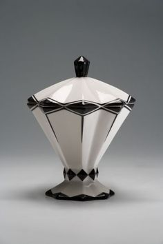 Elegant Art Deco lidded vessel original, around 1925, today can be used to hold boxes of matches for cigar nights #artdecointeriors