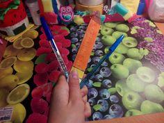 Ручки с блестками и линейка карандаш