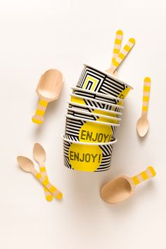 Party Pack For 10 With 10 Ice Cream Cups, 10 Matching Wooden Utensils And 2 Scoops - Geometric Black and White