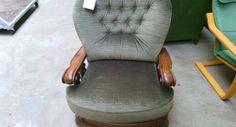 Масивно кресло с дамаска